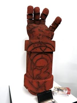 Hellboy Hand- Leoni Commosioung
