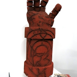 Hellboy Hand- Leoni Commosioung